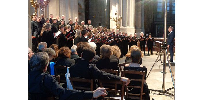Le choeur Cantabile of Kingston, et au premier plan, le choeur de Meudon