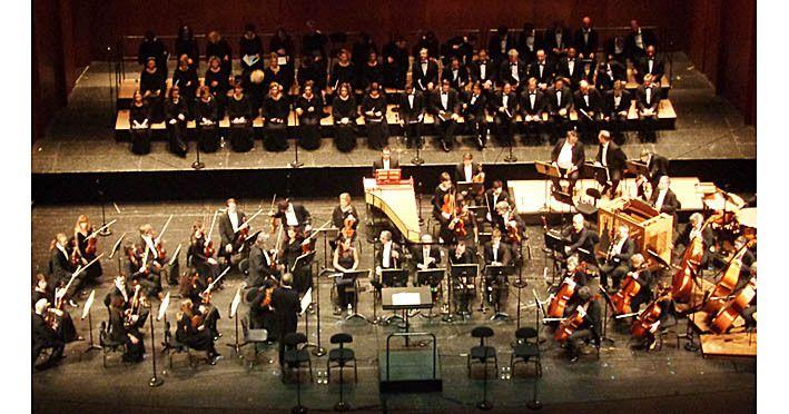 Le choeur et l'orchestre s'installent