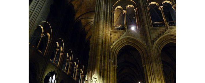 Notre-Dame, la galerie autour du choeur