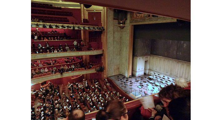 Le Théâtre vu de la place S30