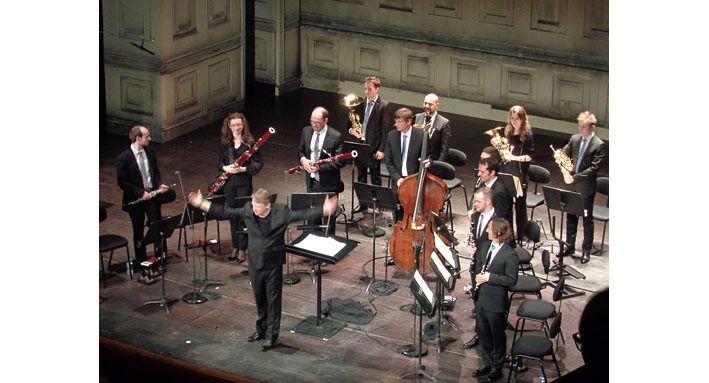 L'orchestre et Douglas Boyd dans la Gran Partita