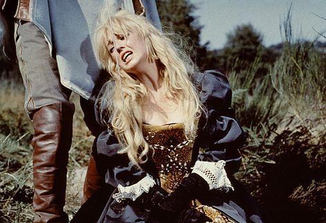 Une image qui m'est restée gravée au fer rouge, celle de Milady de Winter, fleurdelisée  dans le film les 3 mousquetaires