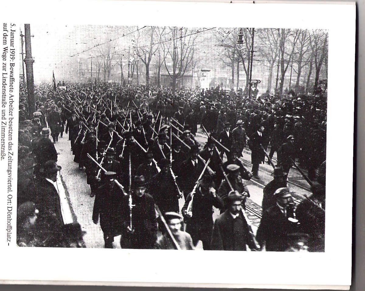 http://comprendre-avec-rosa-luxemburg.over-blog.com/article-berlin-janvier-1919-les-photos-de-willy-romer-et-le-recit-des-evenements-qui-ont-precede-l-assass-89033421.html