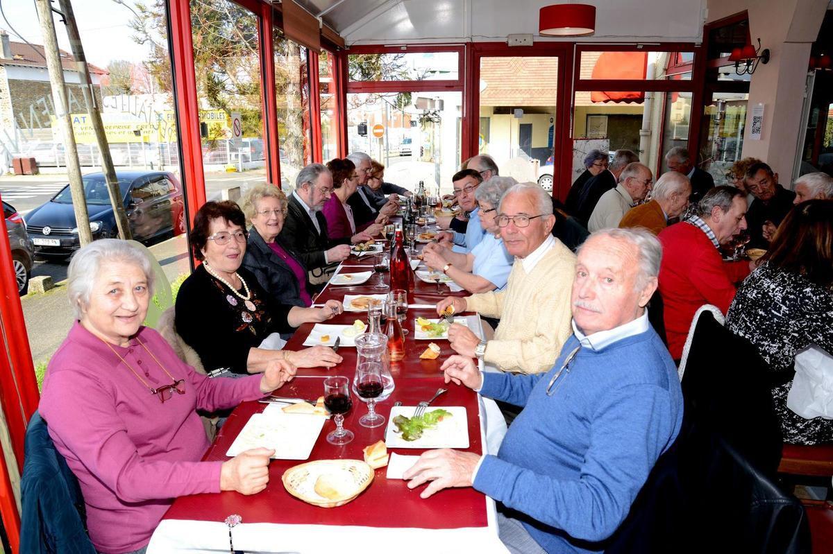 repas des adhérents après l'assemblée générale
