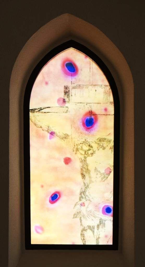 Les vitraux qui font danser la lumière de Sylvie Lander à l'église Saint-Denis de Gerstheim