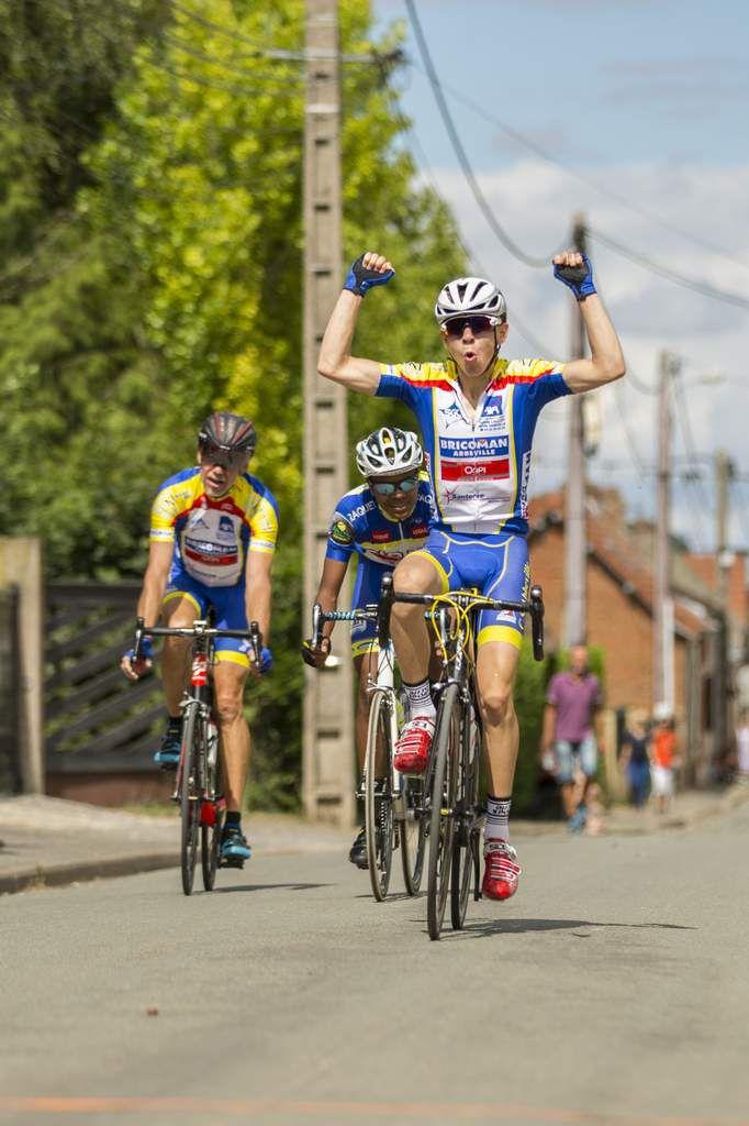 La victoire de Loris et le podium de Marc et l'échappée solitaire de Marc