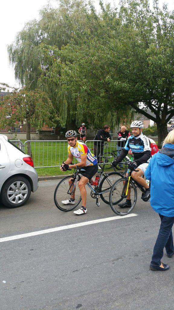 Photos de Sébastien et d'Arnaud au départ du critérium de Bachant (59)