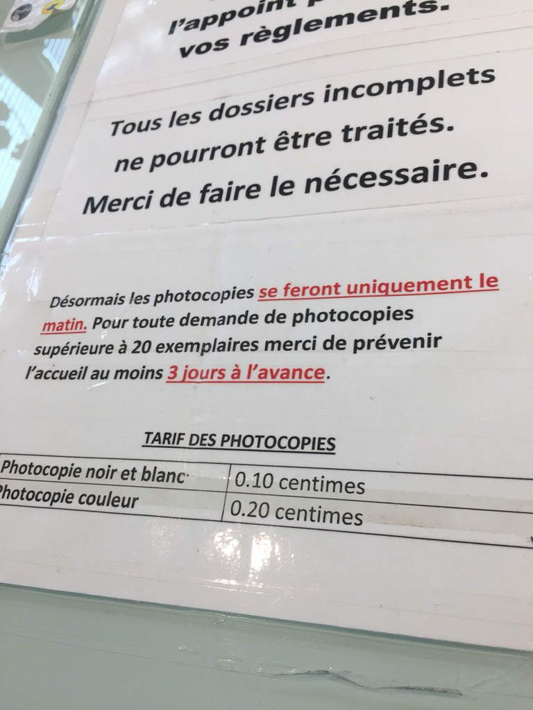 Mairie : photocopies... copies... cop... ies...