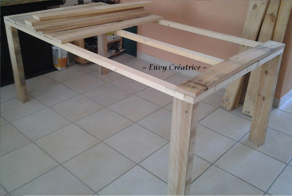 tuto pour la r alisation d 39 une grande table en palette le blog de envy cr atrice. Black Bedroom Furniture Sets. Home Design Ideas