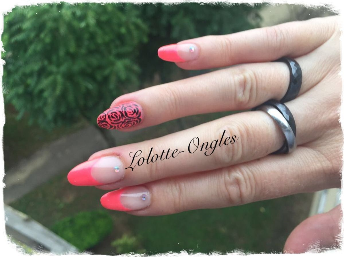 Accent Nail roses
