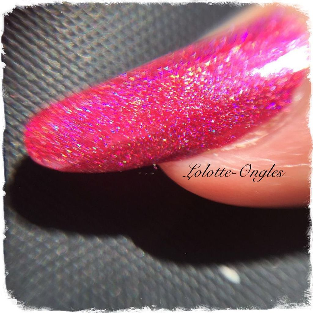Swatch Layla Holographique Red Taboo