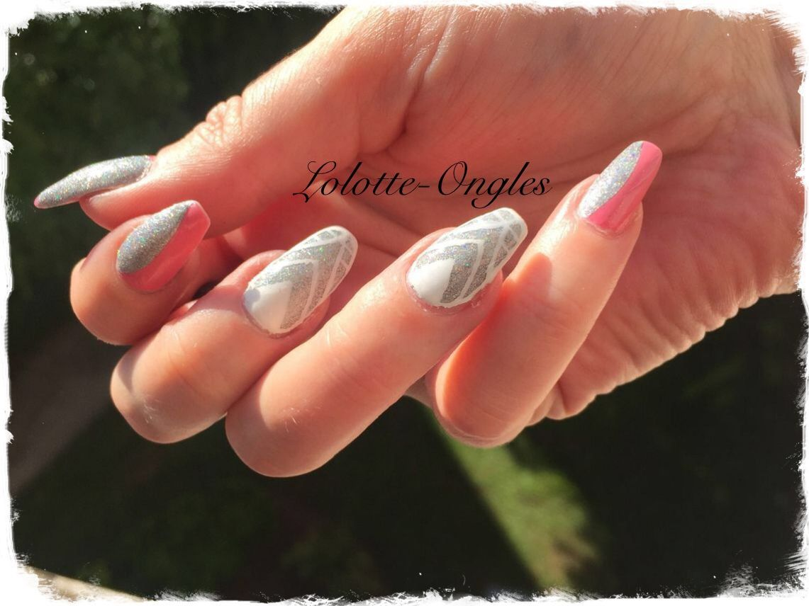 Accent nail triangle