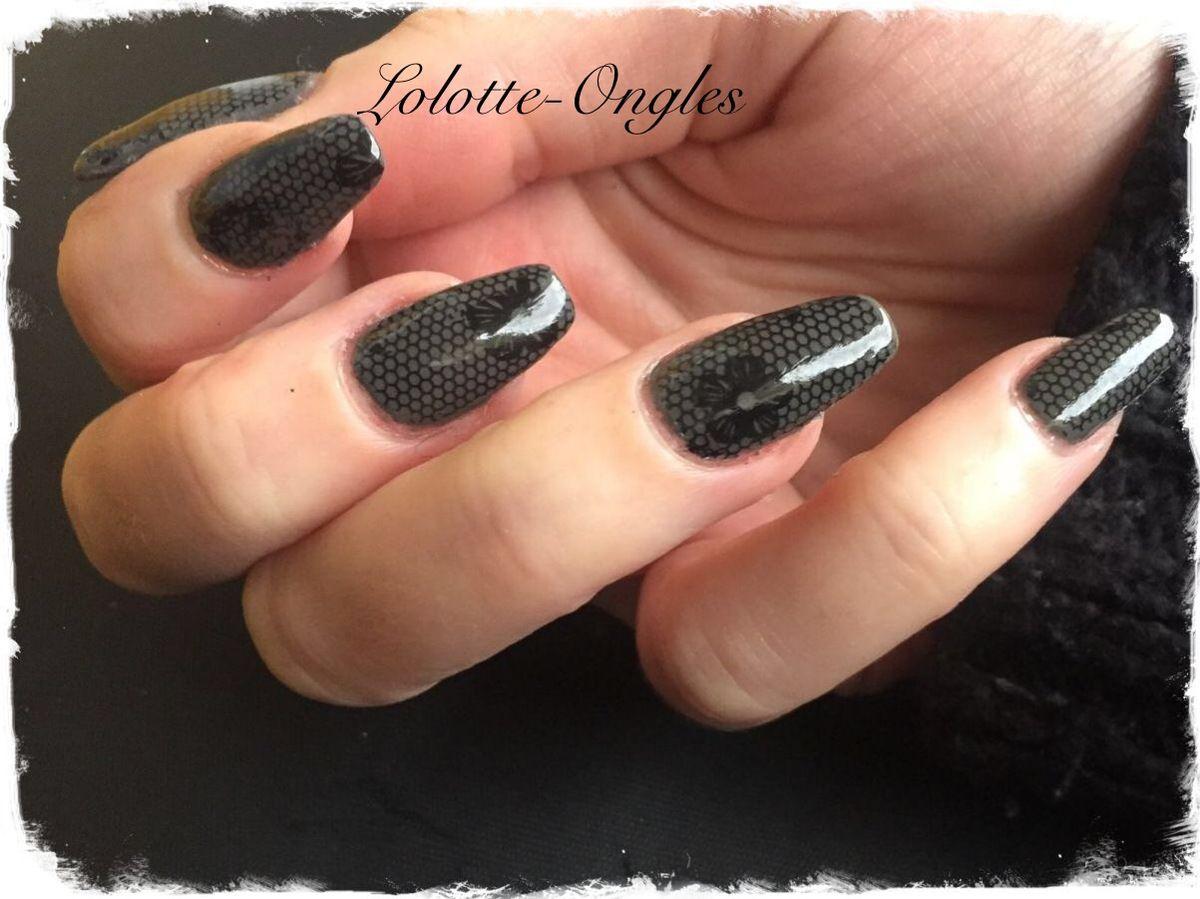 Nail art résille noir