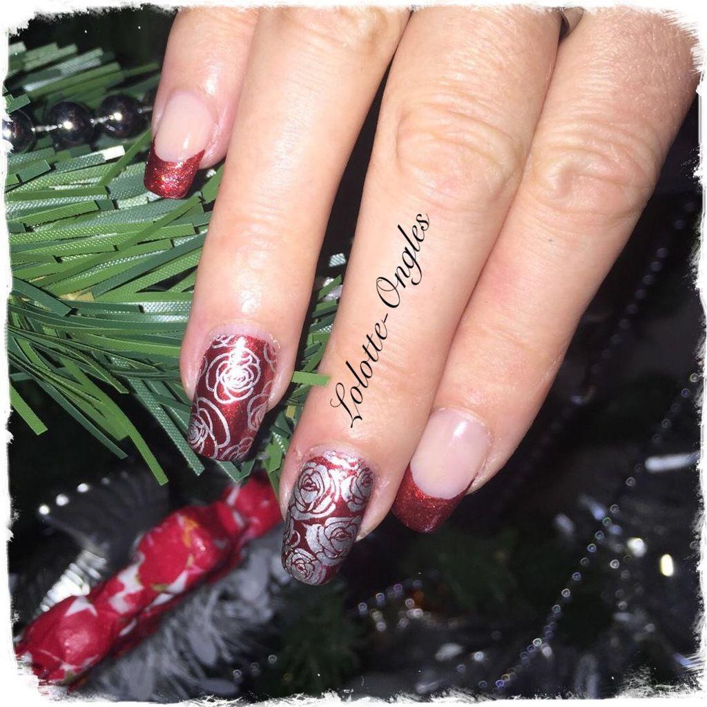 French et accent nail avec des roses
