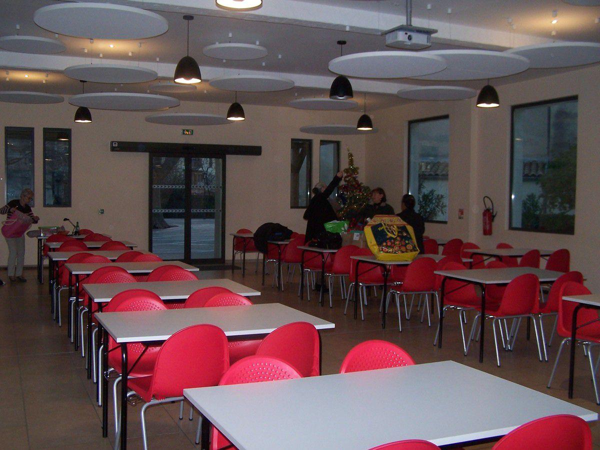 La salle de dentelle <<  LA DENTELLE AU FIL DU GAPEAU >> Foyer Quiètude à Solliès-Pont