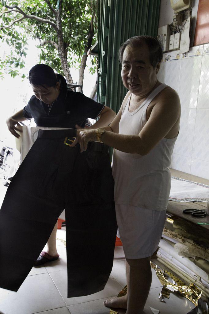 VIETNAM : Saigon - Les petits papiers (votifs).