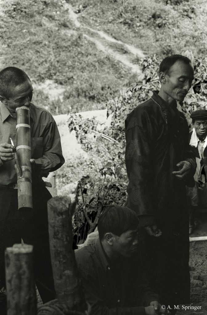 LAOS : DISTRICT DE PHONGSALI – FUNERAILLES AKHA