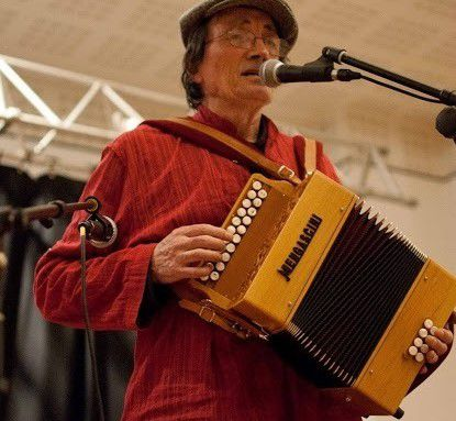 http://img.over-blog-kiwi.com/1/51/83/47/20190321/ob_aa0939_accordeon-pau-frances-charlou.jpg