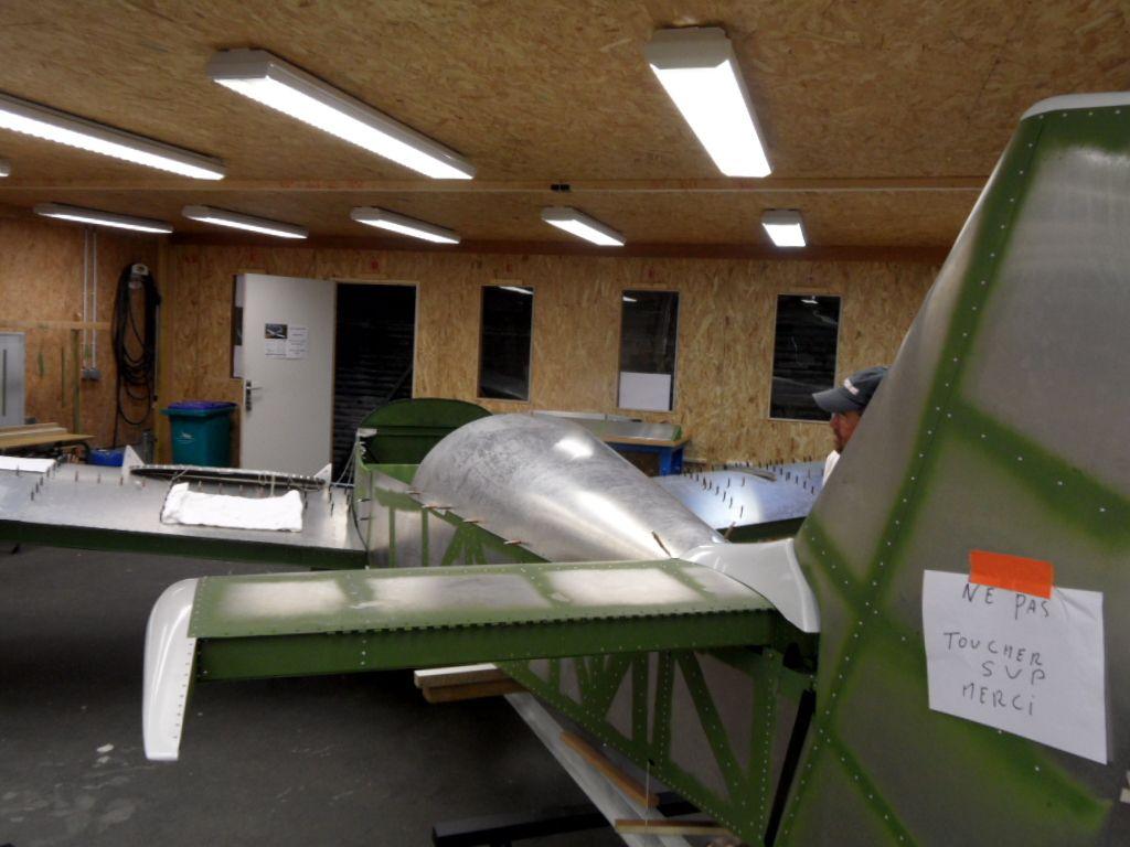 On change d'échelle. Construction d'un avion grandeur. Merci à Jean Bernard pour cette visite. (Aéroport Octeville sur mer)