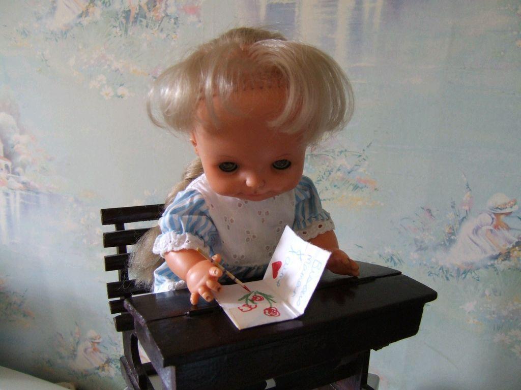 Ceux qui ont lu mon livre connaissent la petite Loly. La plus dégourdie de toutes, je dois dire qu'elle n'a pas sa langue dans sa poche. Les deux dernières photos font partie de 2 histoires pas encore publiées.