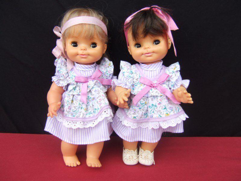 Pierrette la blonde Valentine la brune. Valentine est le cadeau d'une amie collectionneuse Sylvie. Dernière photo vous reconnaîtrez Loly qui raconte je ne sais quelle espièglerie à Valentine.