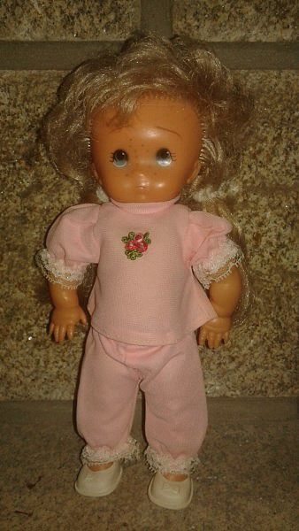 Poupée Bella tête Boudy 24 cm. Achetée au Pays Bas. Plus petite que celle vendue en france et son corps est en vinyl