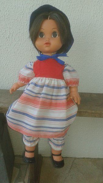 1977/1978 Poupée Bella Charlotte de 55 cm en tenue d'origine.