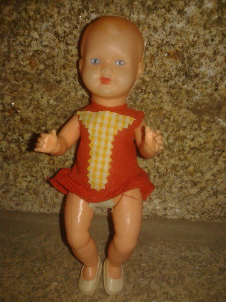 Petite Italienne sans marquage de 17 cm. Tenue collée d'origine.