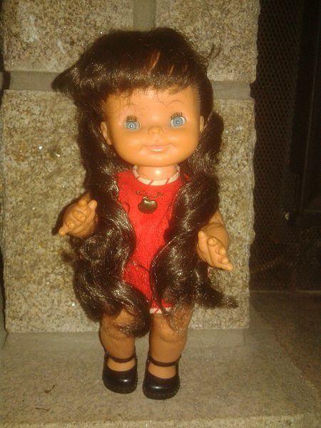 Petite Margot en tenue d'origine.
