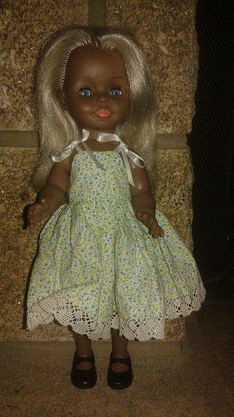 1972 Ella  de BELLA de 38cm. Série spéciale jambes raides.  La black, n'a pas sa tenue d'origine.