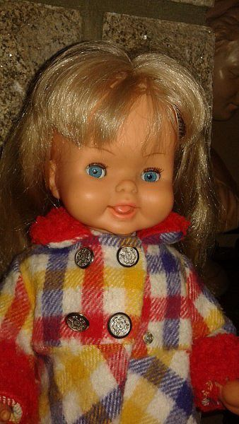 1973 Edith de BELLA 46 cm. Tout d'origine. Poupée marcheuse.