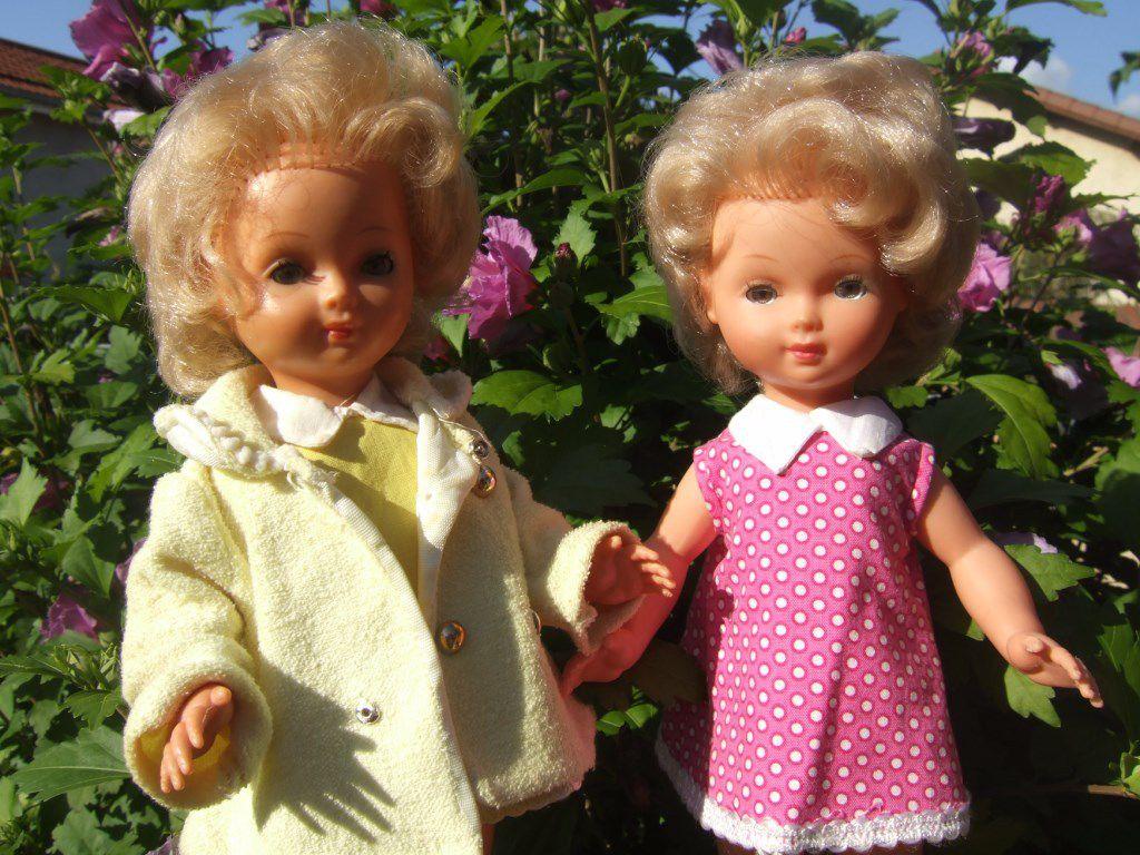 1958 1959 310B de BELLA 28 cm. Baptisée Ernestine et Annie en rose Tenues d'origine