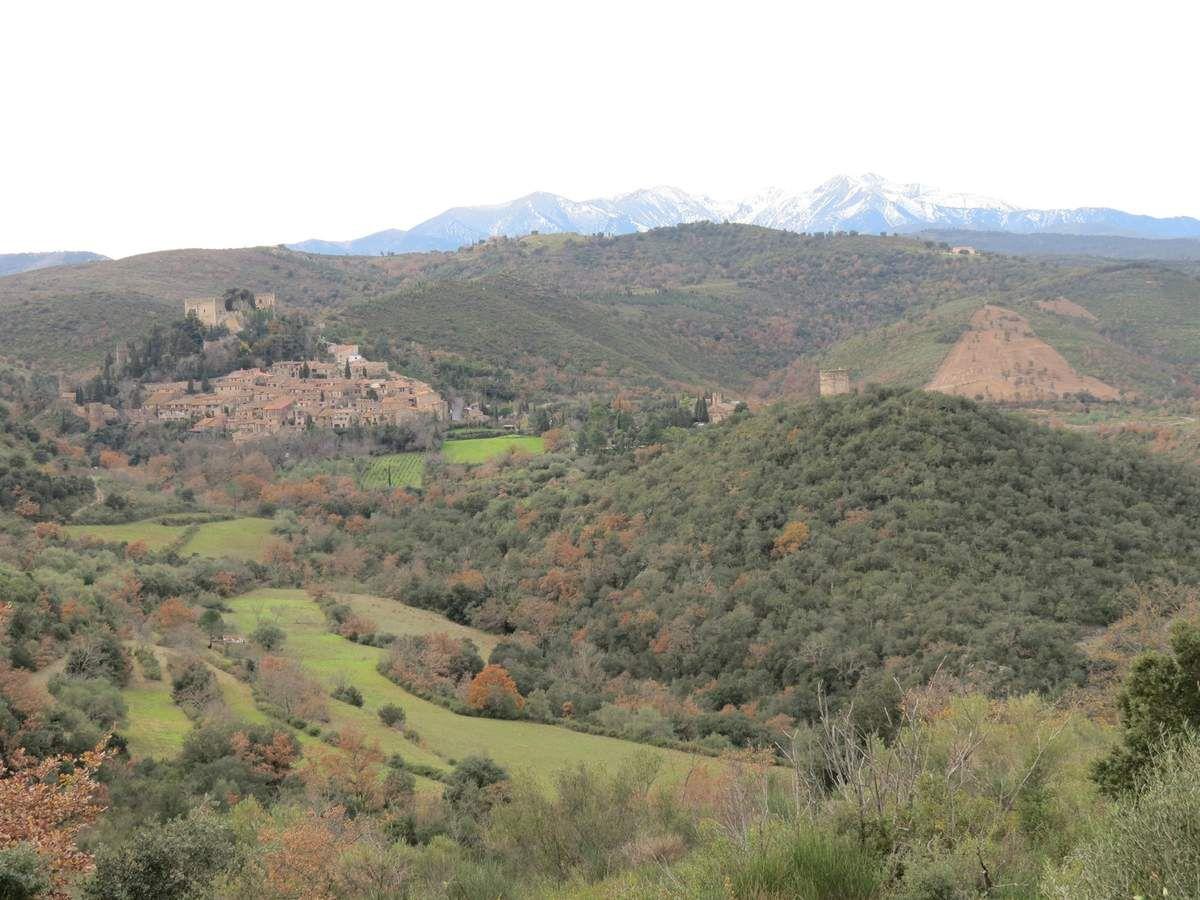 Passage à Castelnou, très beau village lové au pied de son château dans les Aspres