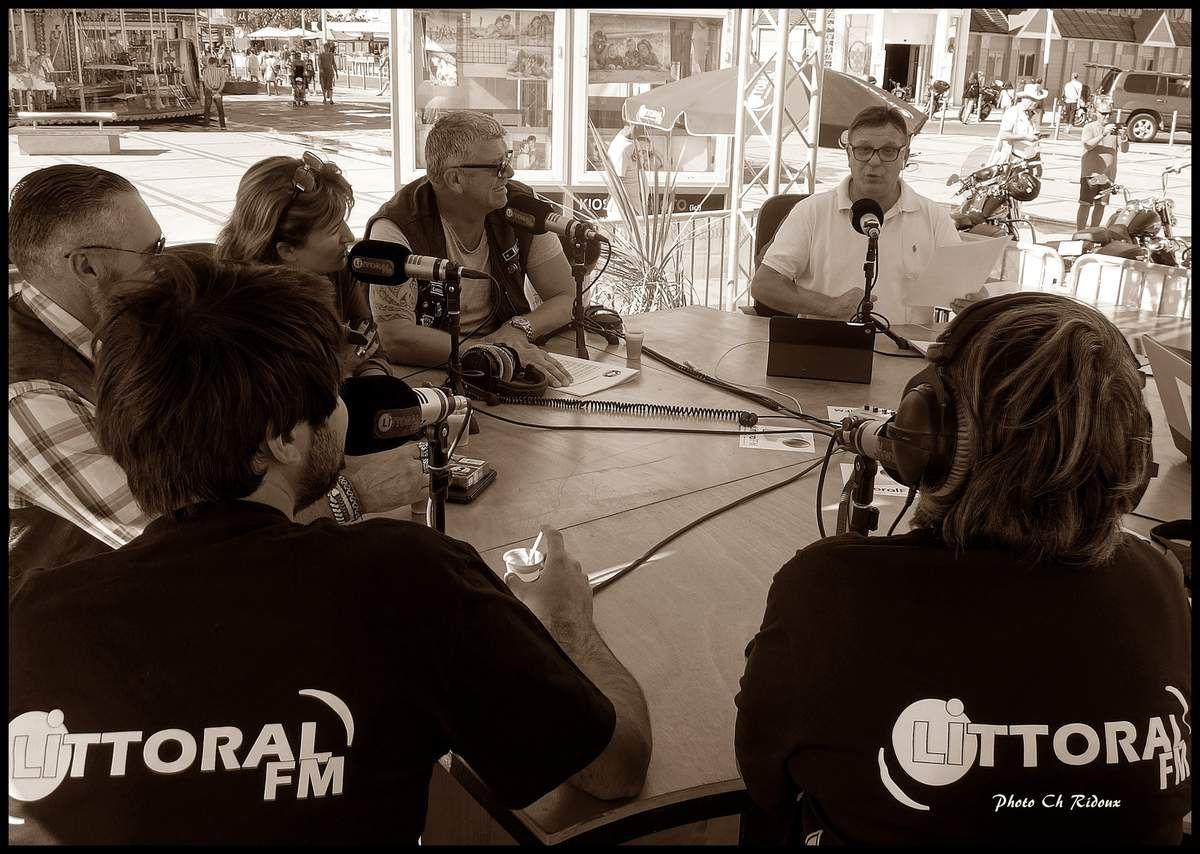 Les Knights Templar et les Blouses Roses sur le plateau de Radio Littoral FM 102.0