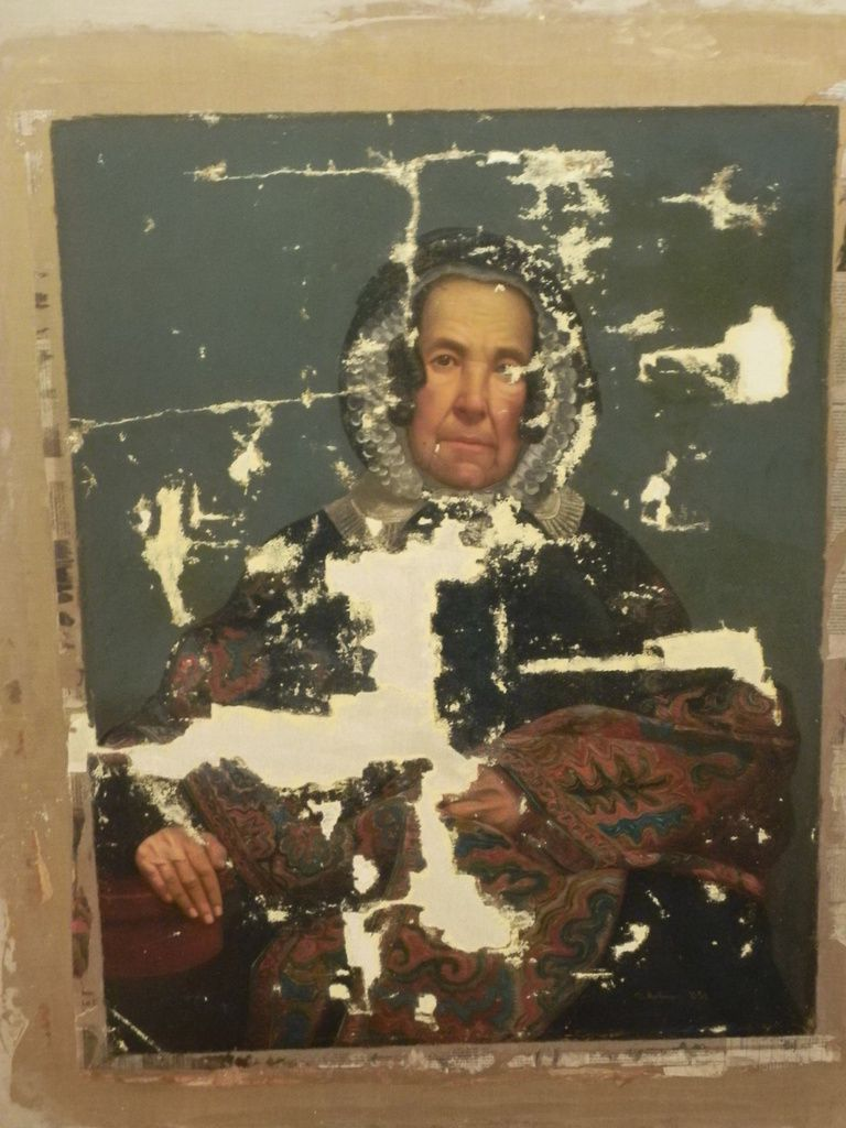 pose du mastic, sur incrustation de toile,incrustations de toile éffectuées en lieu et place des manques nombreux de la toile originale