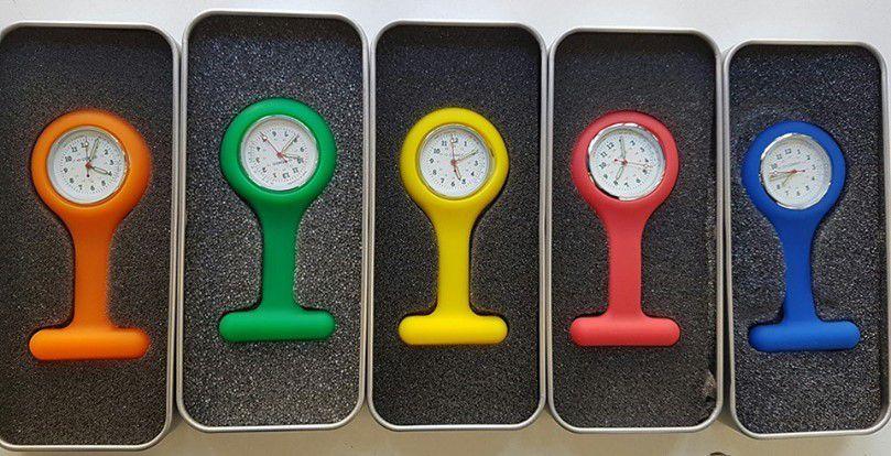 Montre infirmière en silicone de haute qualité compact et facile à utiliser.  Cette montre médicale est disponible en plusieurs coloris.
