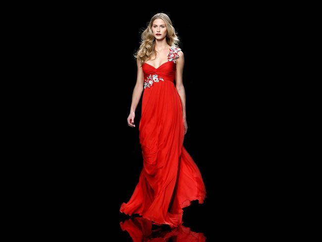 Fashionable Red Dresses for Valentine's Day and Holiday