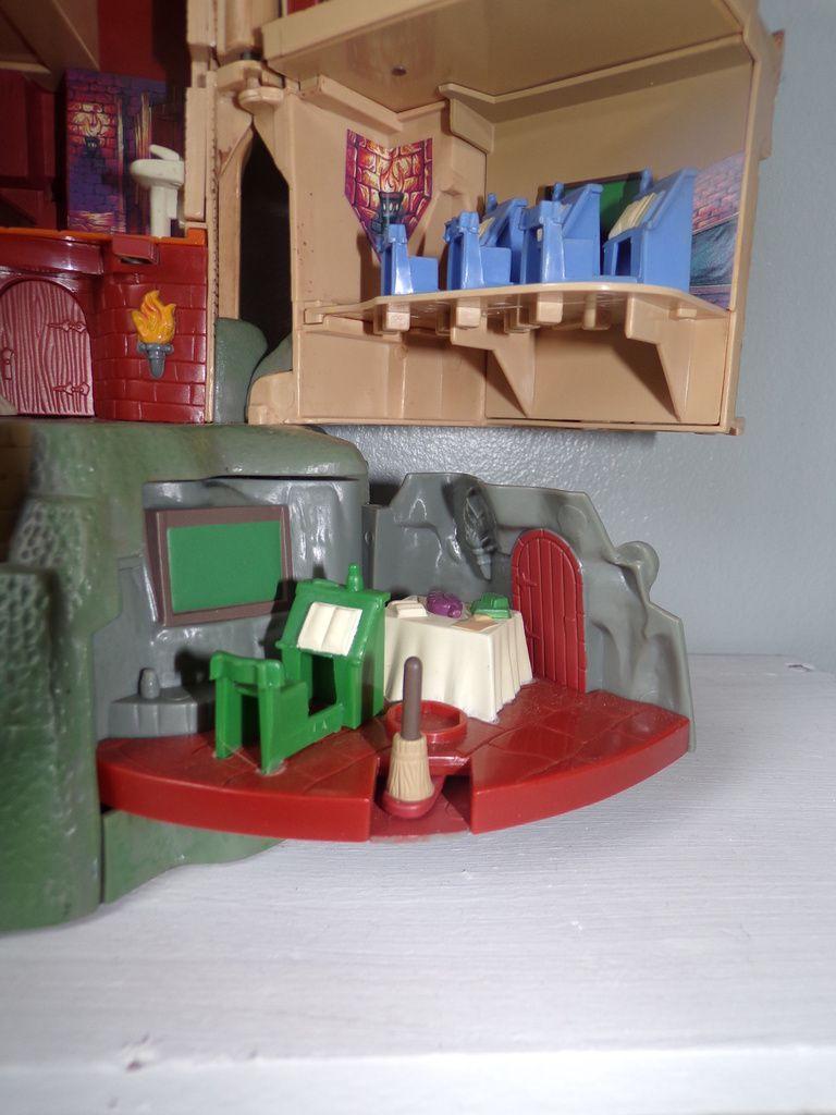 harry Potter,Le Château De Poudlard Avec 5 Personnage