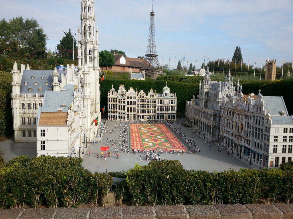 Visite du parc mini europe la dez family en belgique for Parc a visiter