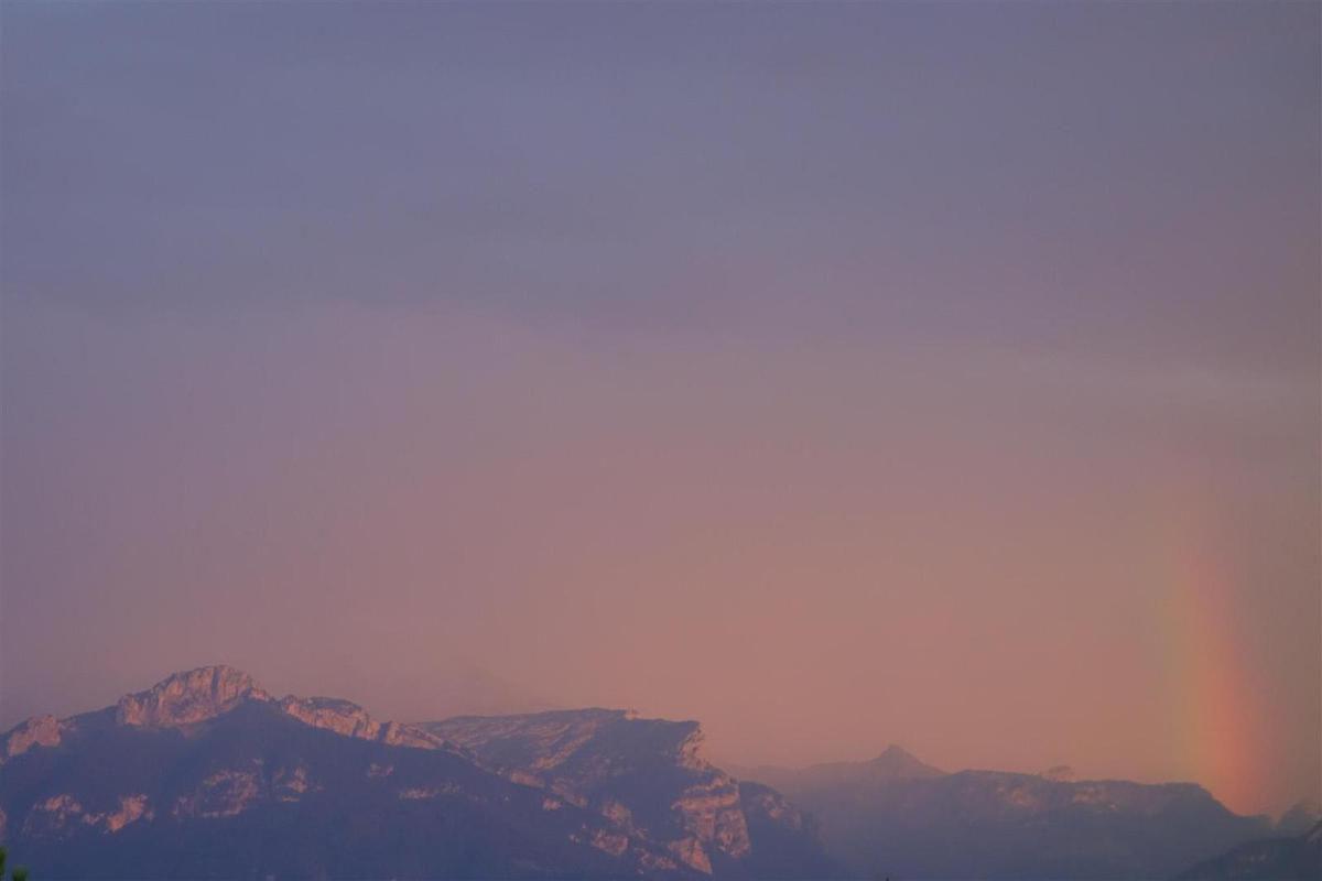 le lendemain crépuscule après orage côté Bornes, ciel rétro éclairé côté Jura