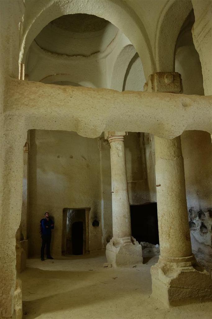 les pitons de tuf et leurs églises troglodytes