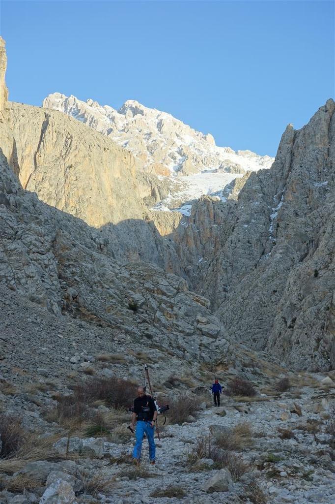 J1 : dans l'incroyable canyon de Cimbar, du canyonisme en skis sur eau solide !