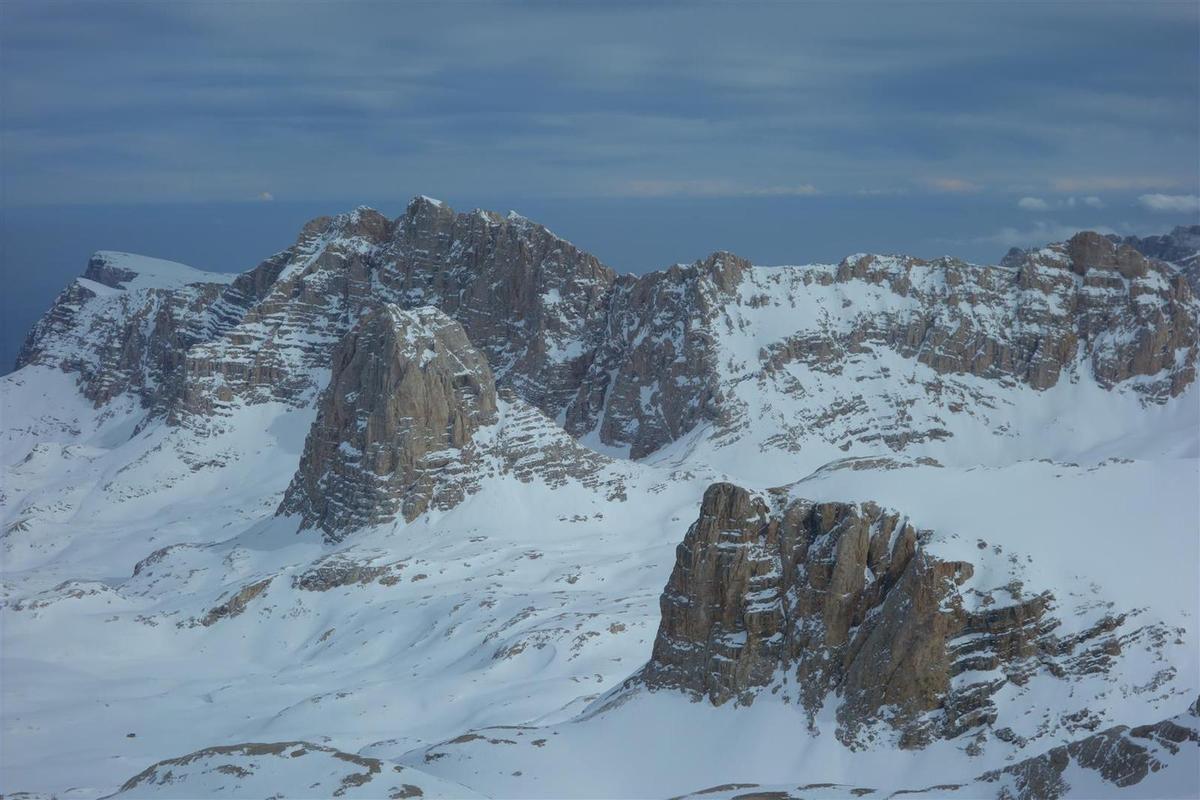 J2 : du sommet, vue vers le Demirkazik, le plateau de Yedi Göller et le Bolkar au sud