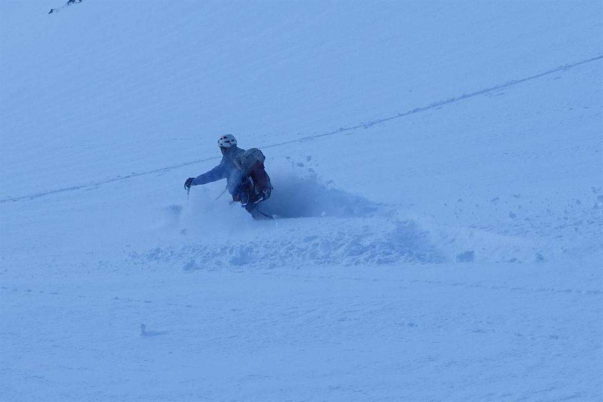 J1 : à la descente, dans les 20 à 80 cm de poudre légère...