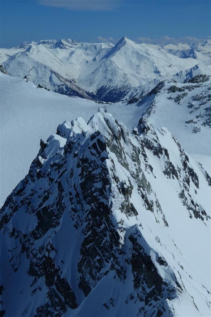 panorama du sommet de l'aiguille de Péclet, vues plongeantes vers le glacier de Gébroulaz, le Mont Blanc au nord, les Ecrins au sud...