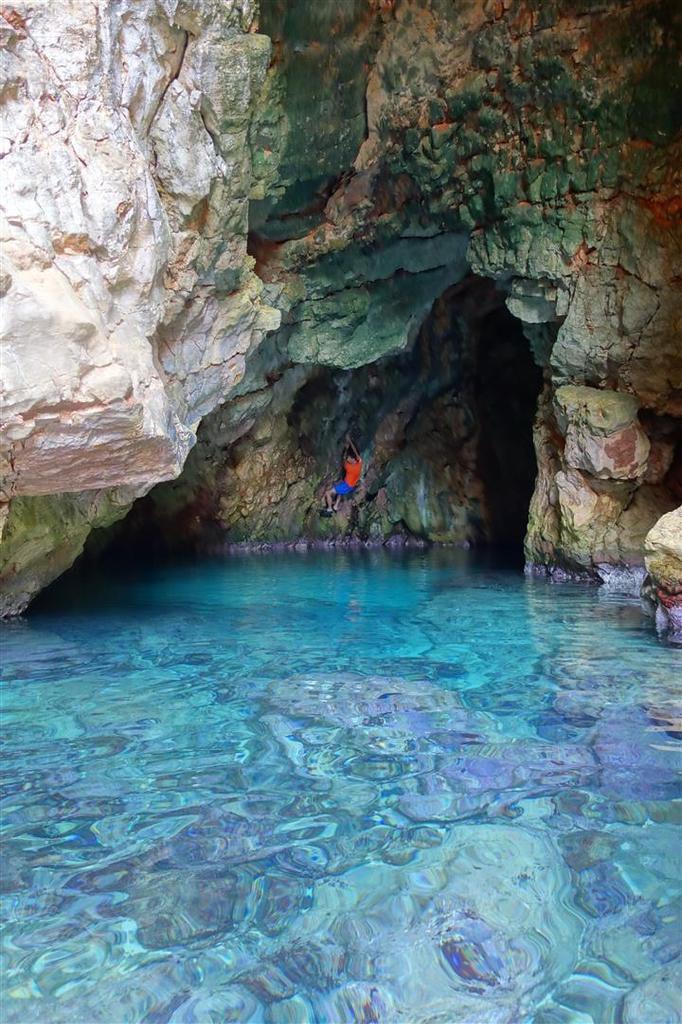 la magnifique grotte marine d'Alon
