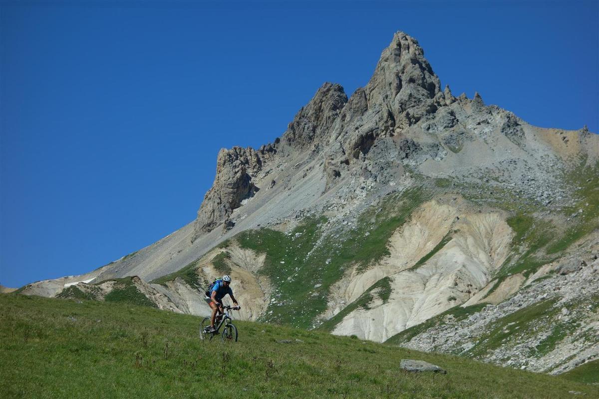 J2 : dernière et plus belle descente du raid, celle du col du Vallon, roulante, variée et esthétique du début à la fin