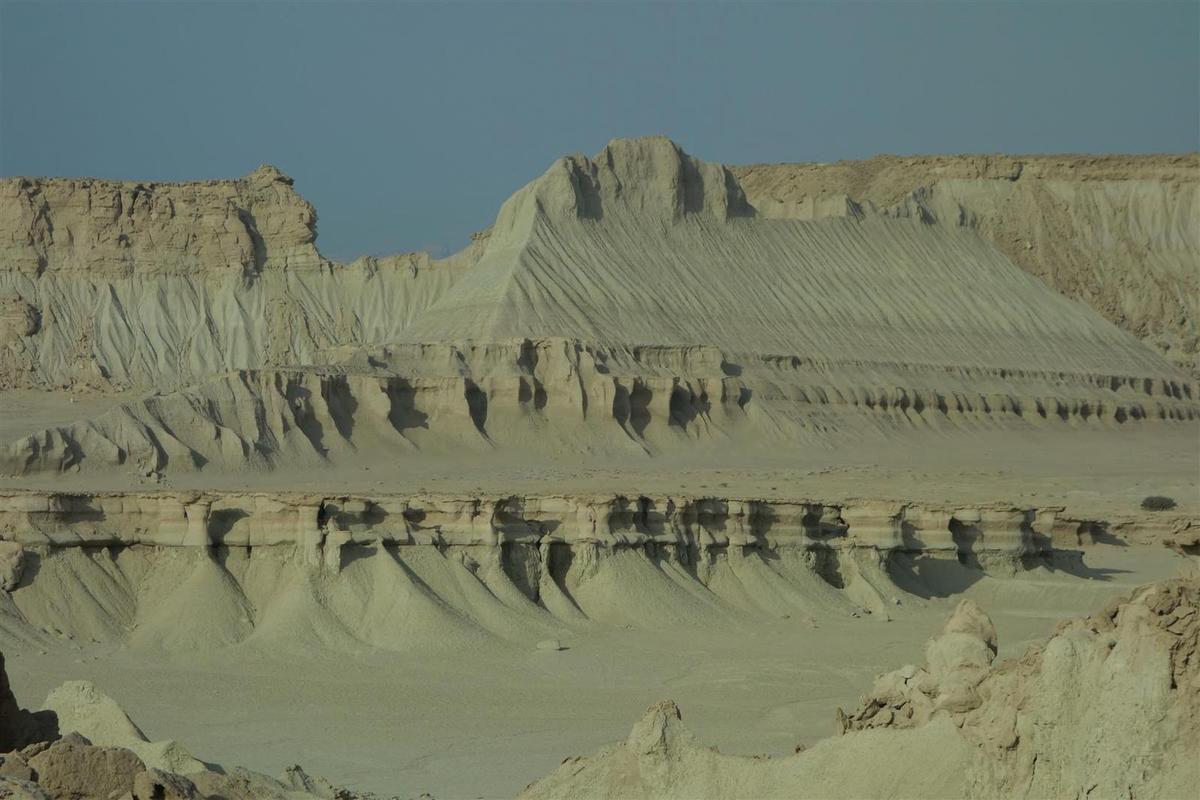 le 28 novembre : la vallée de Tandis, et ses paysages de plateaux calcaire et gréseux érodés, un air de Tassili saharien !