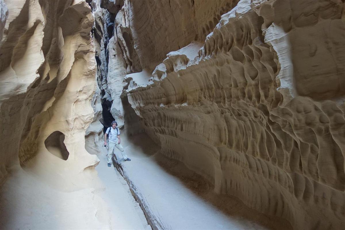 le 27 novembre : dans le très beau canyon de grès de Chahkooh