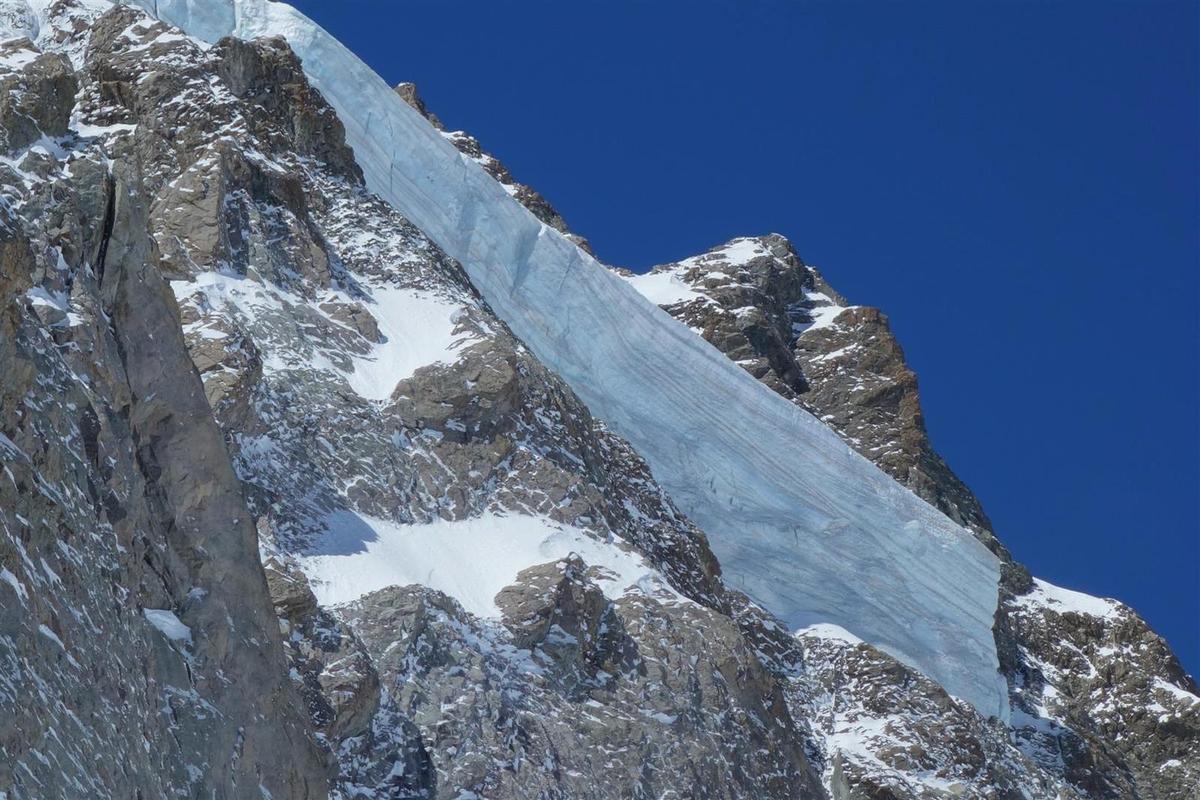 tout en haut du Glacier Noir, sous les Ailefroide et leur glacier suspendu